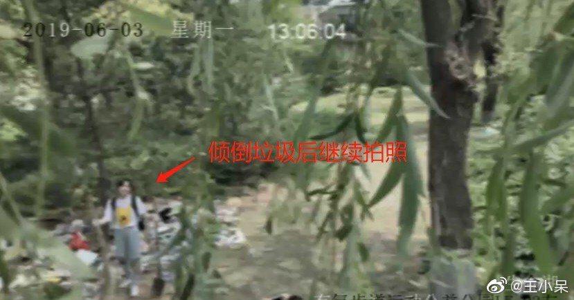 網友公布監視器畫面打臉網紅鄭家宜自帶垃圾進公園,還隨意棄置。 圖/擷自微博