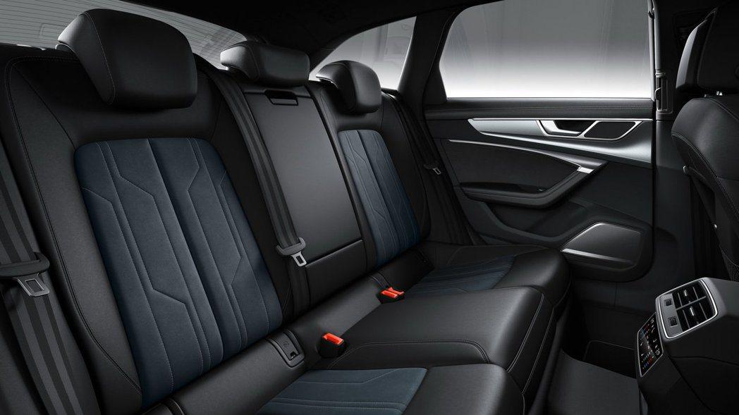 後座也提供4:2:4倒平功能,可創造1,680L的行李箱空間。 摘自Audi