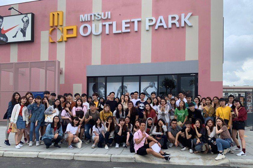 中國科技大學行銷與流通管理系大三學生於三井OUTLET PARK參加企業深度參訪...