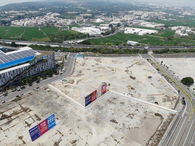 夢幻誠7600多坪的基地,將打造2-3房住家產品與森態購物城。 圖/興富發夢幻誠...