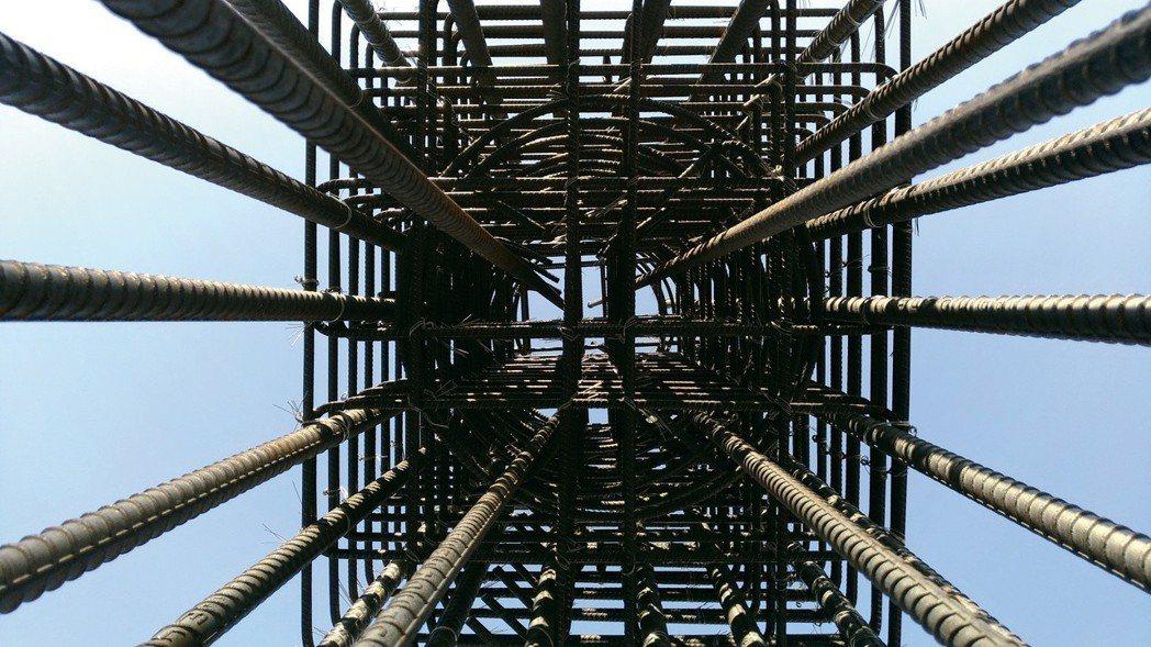 「鴻築金捷市」特別為客戶加碼eds制震器與Alfa Safe耐震工法,讓建築整體...