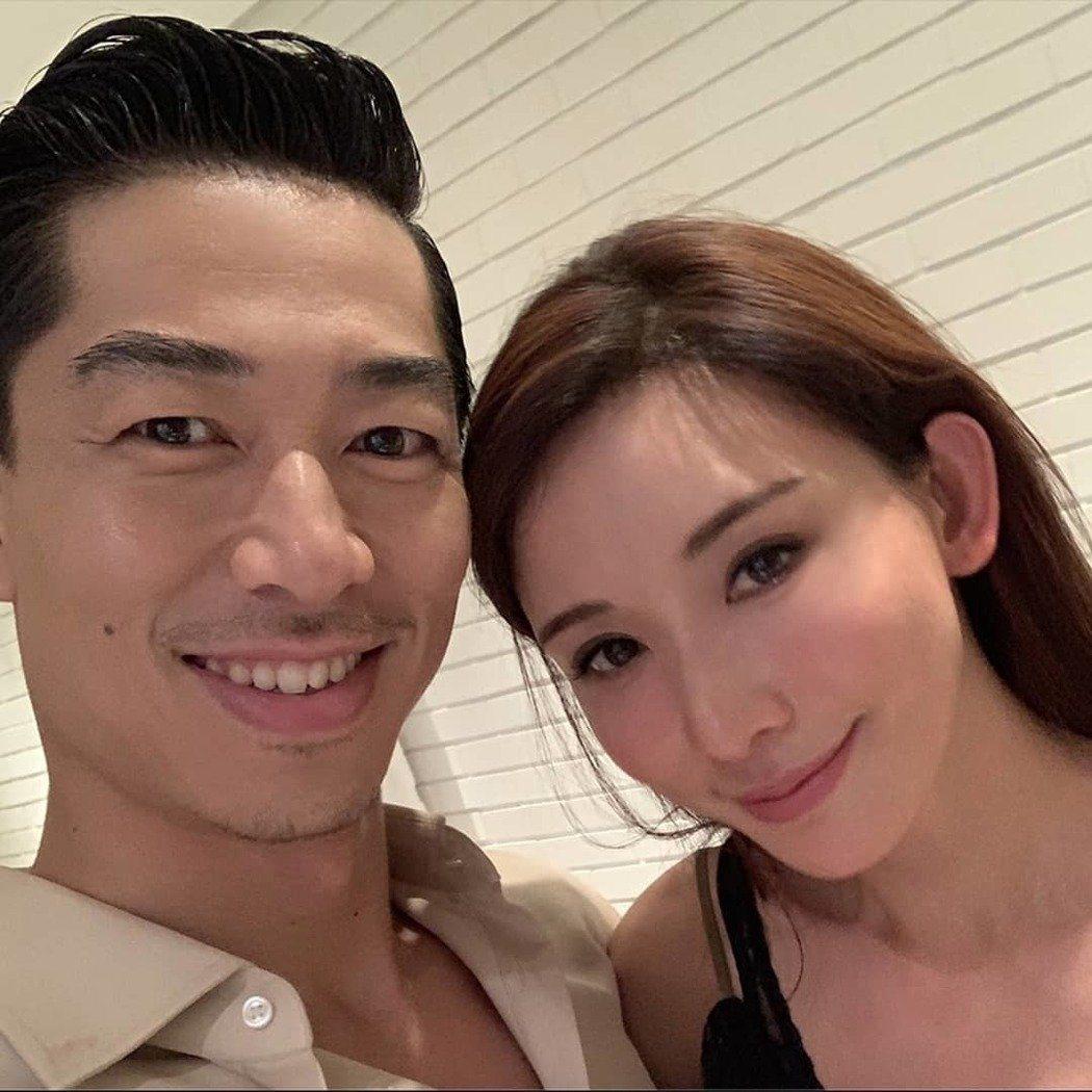 林志玲(右)和老公AKIRA。圖/摘自IG