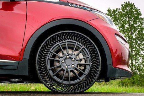 影/輪胎沒氣也能跑? GM與米其林合作研發的UPTIS無氣輪胎要上路了!