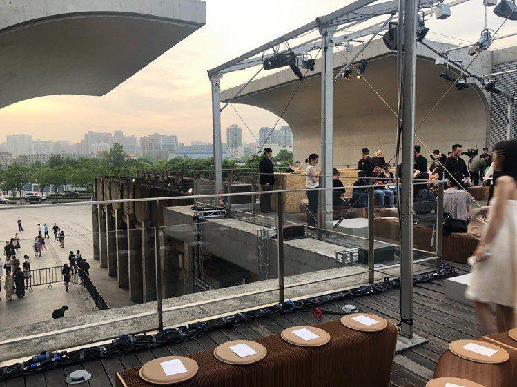 Chloé 2020早春於「龍美術館」西岸館開秀前的場景。記者楊詩涵/攝影
