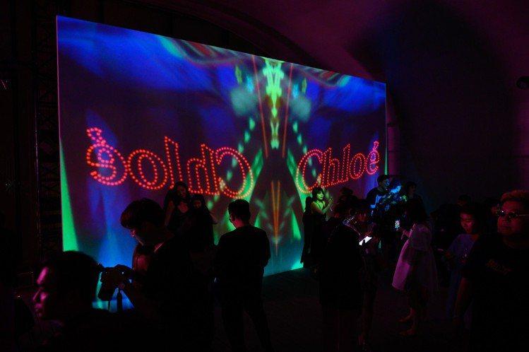 Chloé於在上海「龍美術館」西岸館舉辦2020早春系列大秀。圖/Chloé...