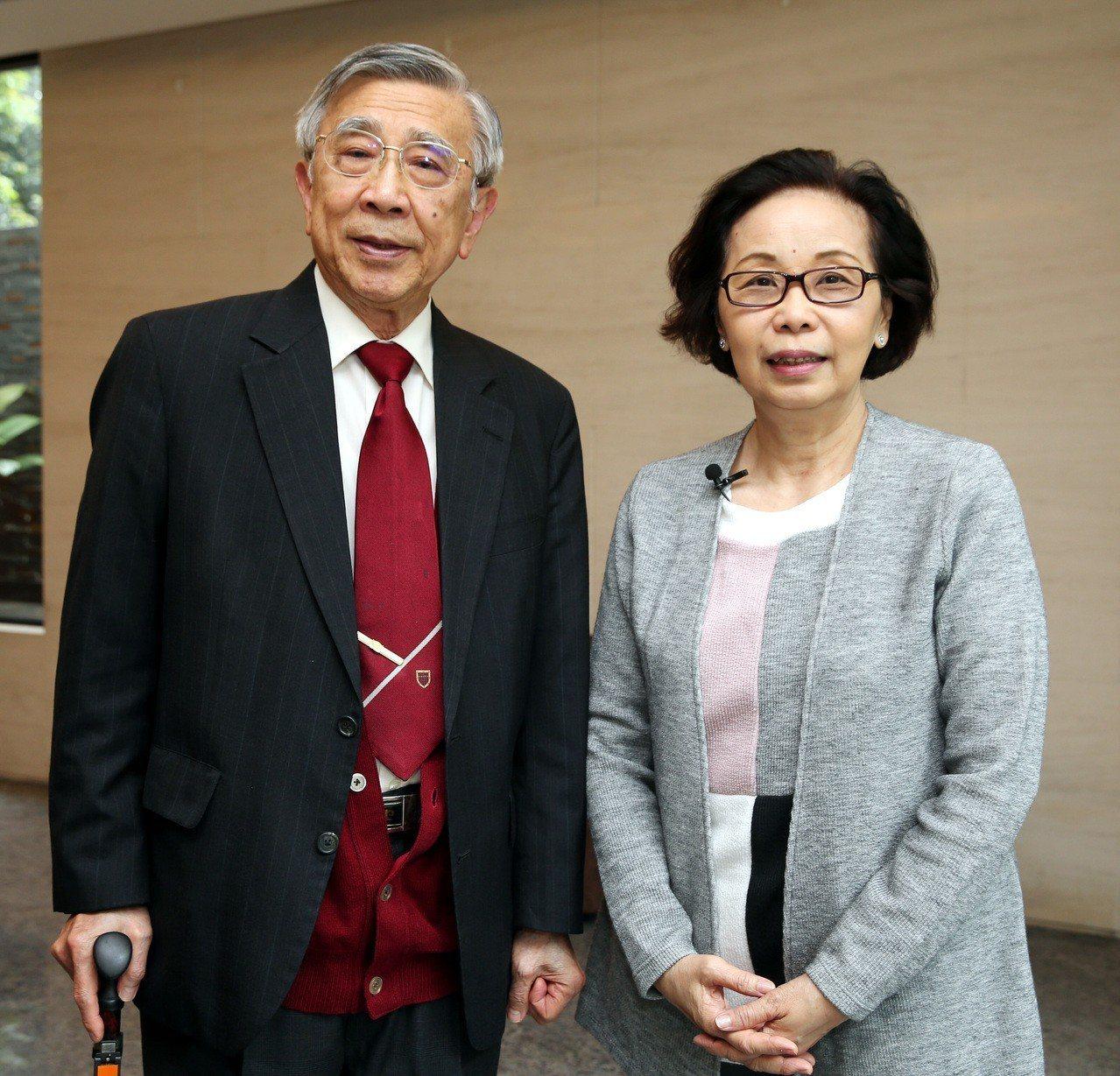 前衛生署長李明亮(左)與罕見疾病基金會創辦人陳莉茵(右)。記者侯永全/攝影