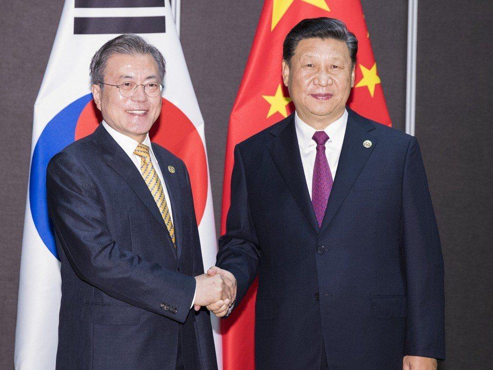 若習近平(右)6月訪問韓國,將是習近平時隔5年再次出訪韓國。圖:新華社資料照