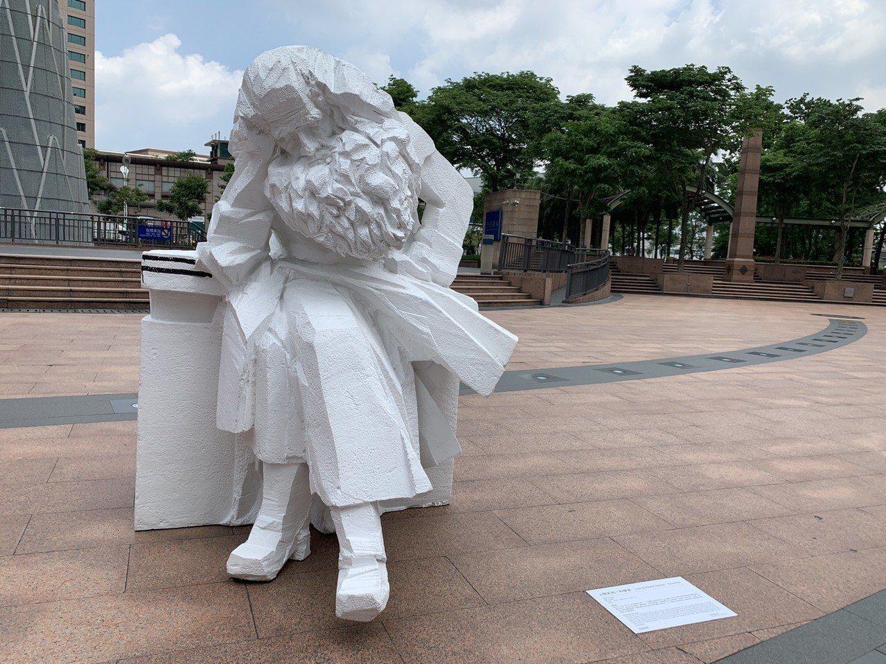 朱銘「人間系列─科學家」雕塑品中萊特兄弟、達爾文及達文西3座從未發表過的新作品,...