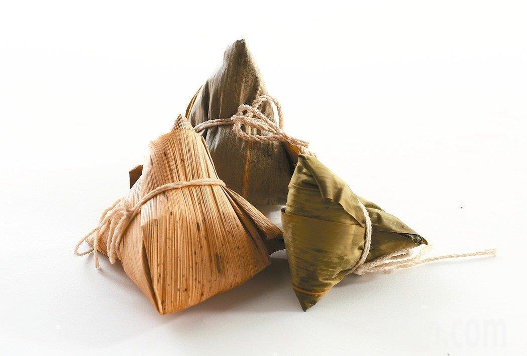 粽子是端午節應景美食,但粽子熱量高,營養師建議少量品嘗,並搭配蔬菜、水果,免得造...