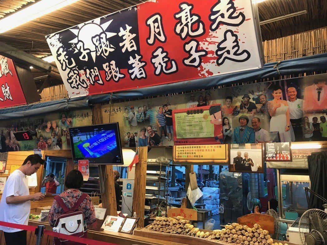 花蓮東大門夜市的林記燒番麥老闆是死忠韓粉。記者王燕華/攝影
