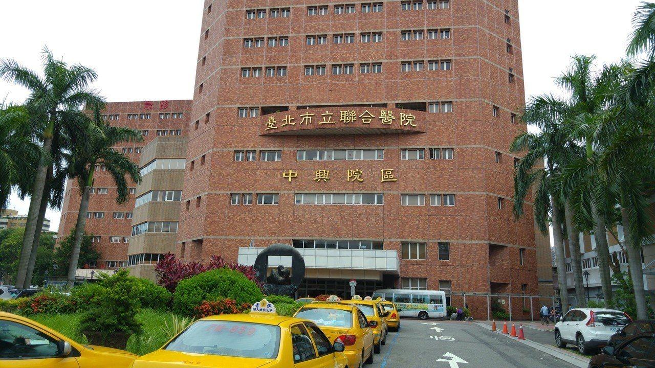 台北市立聯合醫院傳出全體員工績效獎金「被打折」,引發員工、聯醫工會不滿;對此,聯...