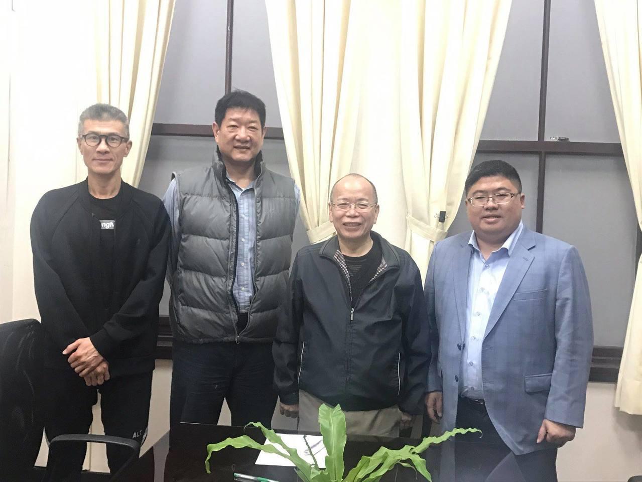 體發會召集人張景森(右二)表示職籃籌備訂下了715大限,屆時如無法達成4隊確定參...