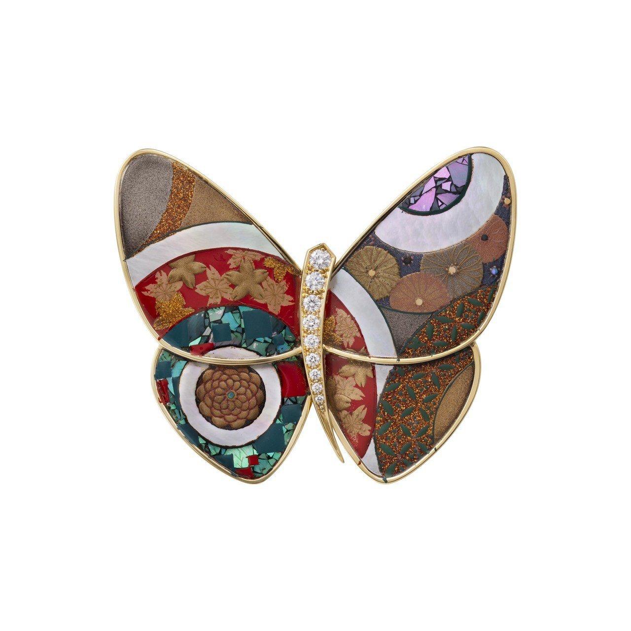 梵克雅寶Hananomaru圓形花卉漆繪蝴蝶胸針,77萬5,000元。圖/梵克雅...