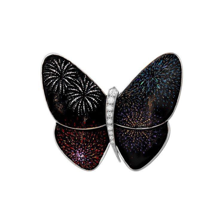 梵克雅寶Hanabi煙火漆繪蝴蝶胸針,77萬5,000元。圖/梵克雅寶提供