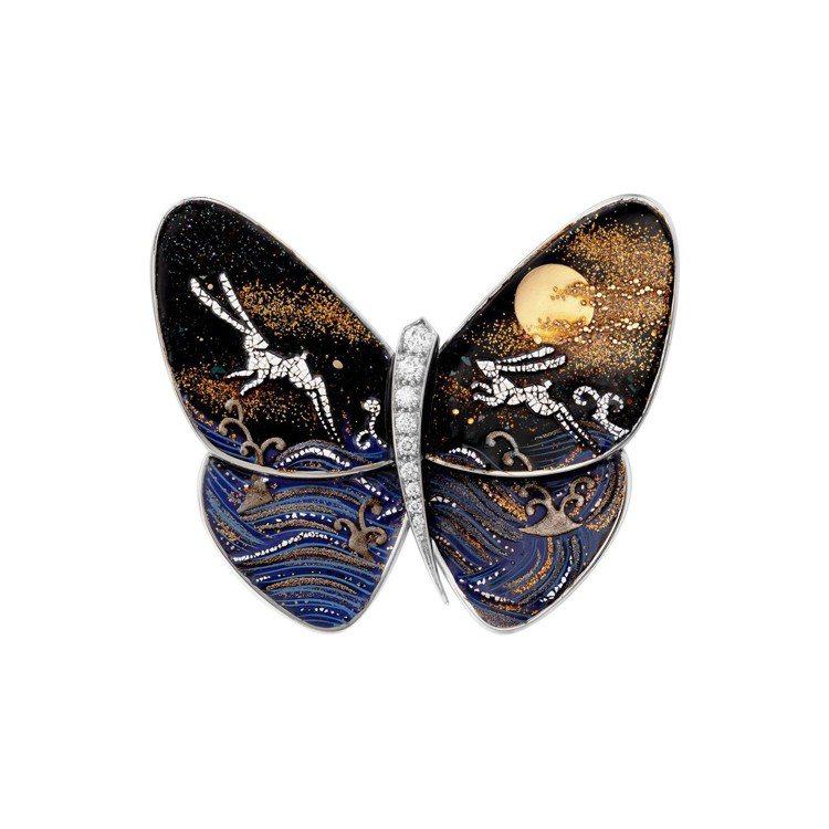 梵克雅寶Tobiusagi月兔漆繪蝴蝶胸針,77萬5,000元。圖/梵克雅寶提供