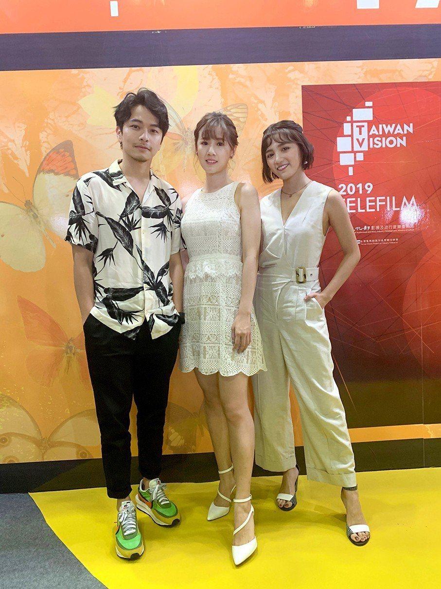 楊銘威(左起)、方志友、謝雨芝出席越南影視節。圖/TVBS提供