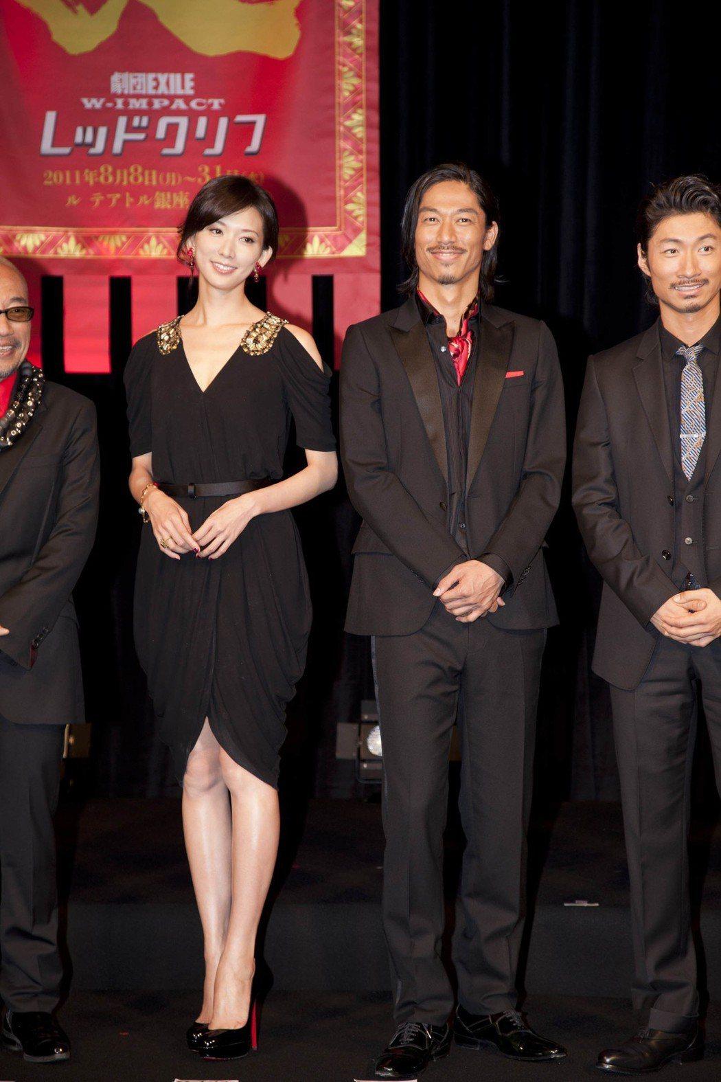 林志玲(左)與放浪兄弟AKIRA。圖/凱渥提供