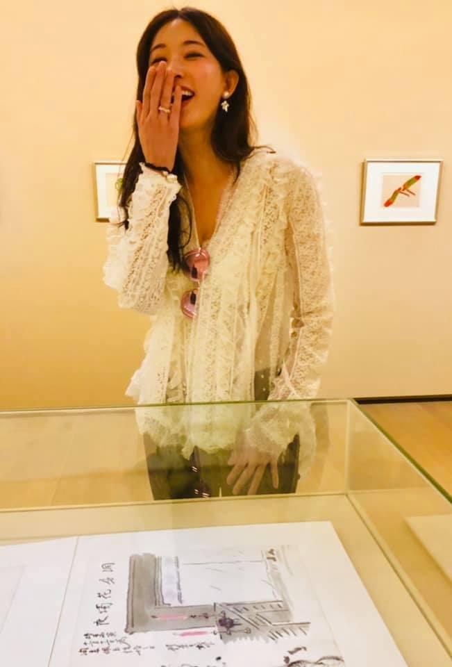蔡康永在臉書貼出林志玲舊照恭喜她結婚。圖/摘自臉書