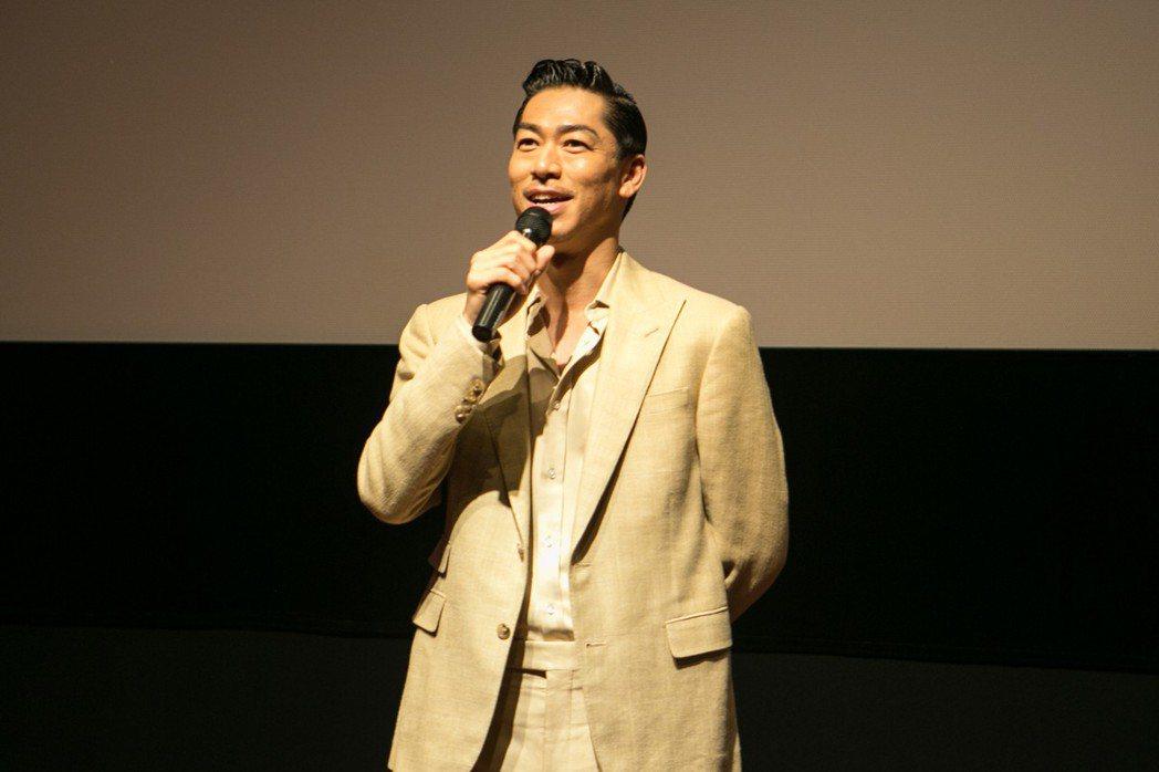 Akira上週來台宣傳新片「這條路上:百年童謠的誕生」,向台灣粉絲高喊「愛你三千...