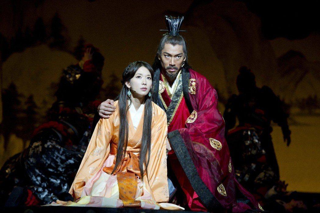 林志玲和AKIRA在「赤壁~愛~」就有夫妻感情戲。圖/凱渥提供