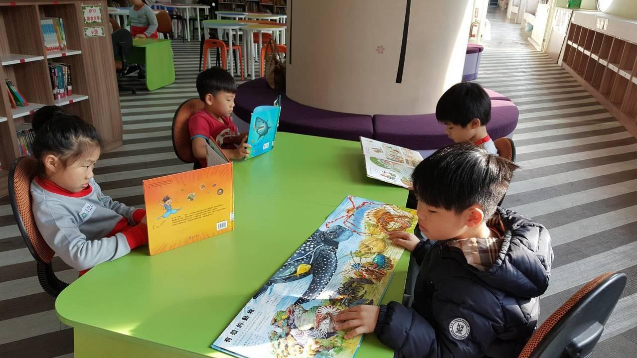 為了孩子的閱讀教育 這所國小打掉校長室蓋圖書館