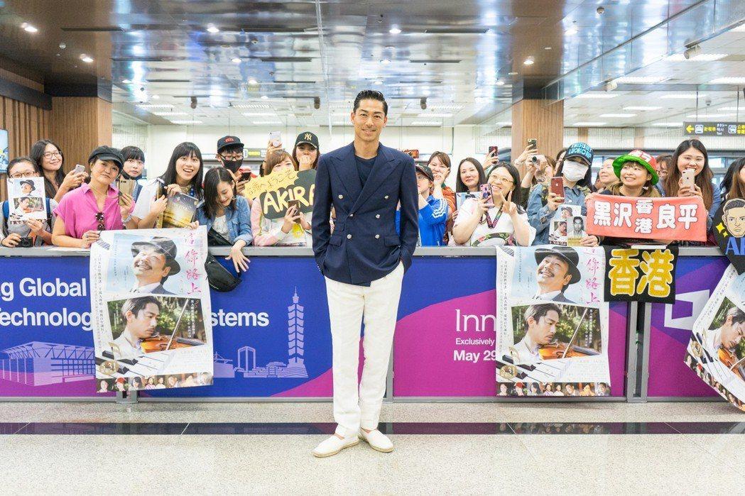 「放浪兄弟」AKIRA來台大展親和力,還難得對台灣粉絲狂喊「愛你三千」,如今看來
