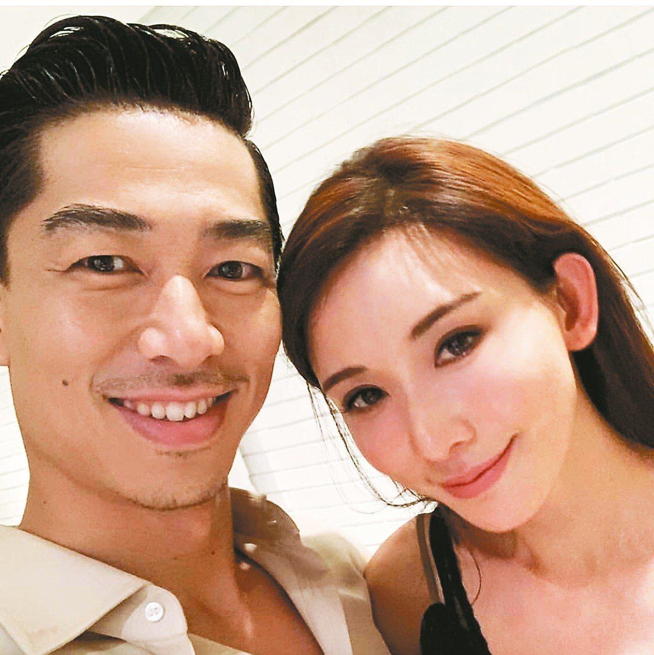 林志玲(右)宣布和AKIRA閃婚。 圖/摘自IG