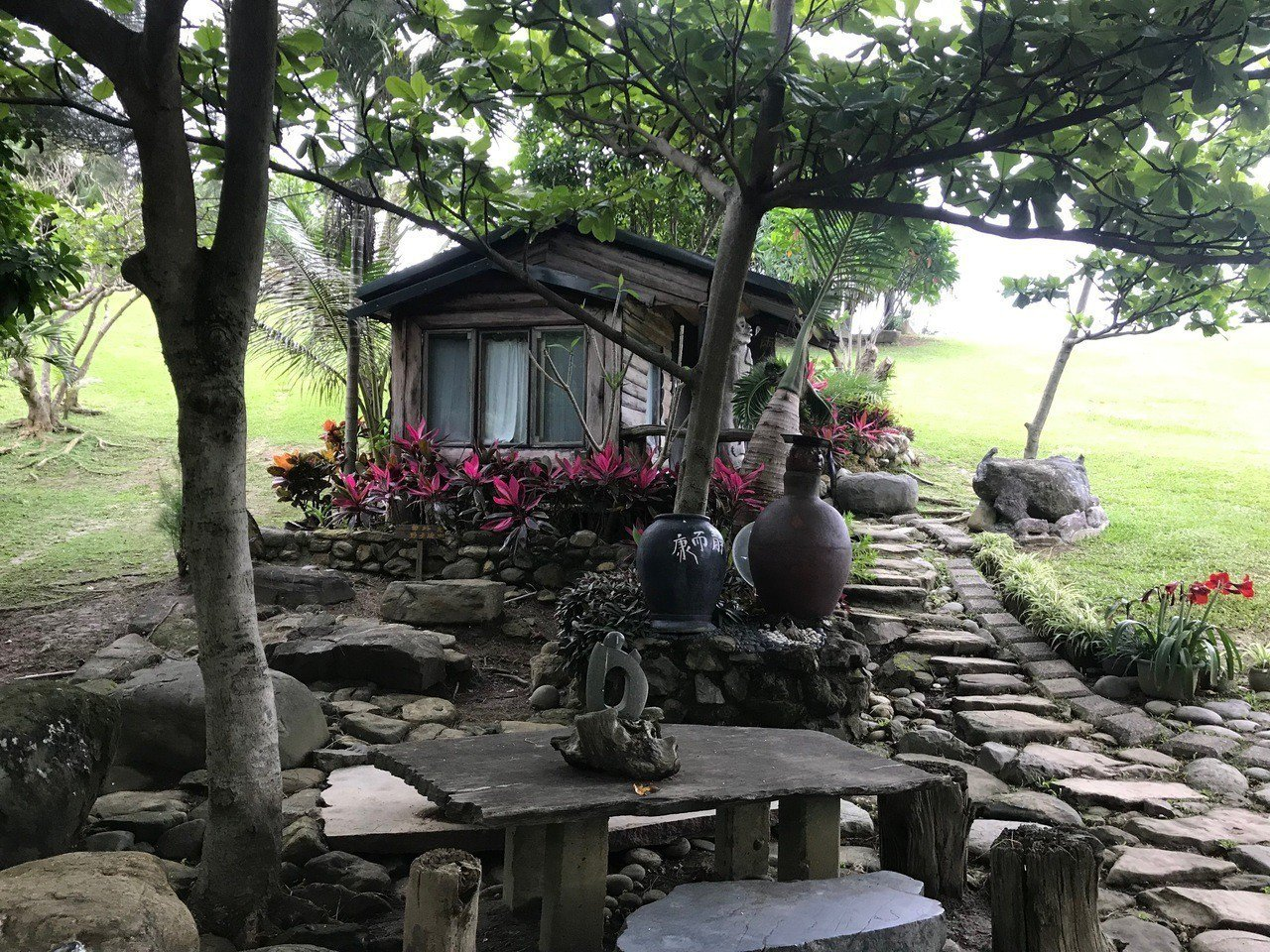 牛山呼庭設有小木屋房間,供遊客過夜。記者王思慧/攝影