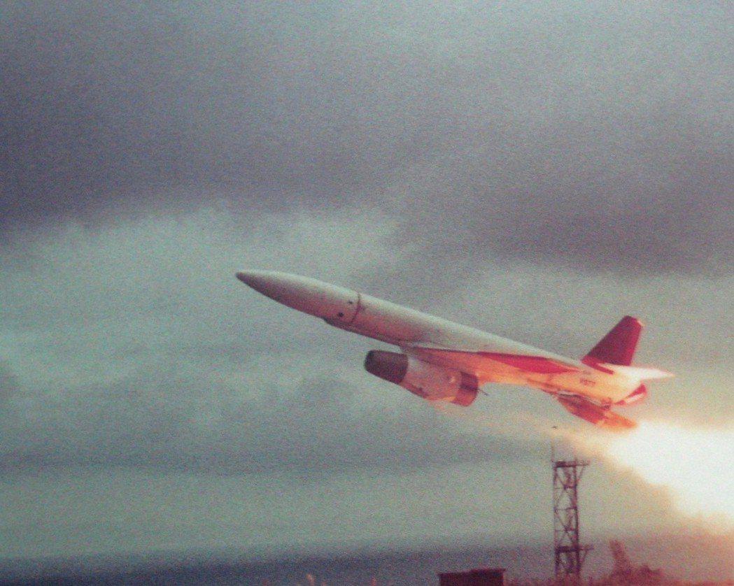中流飛彈試射。記者程嘉文/翻攝
