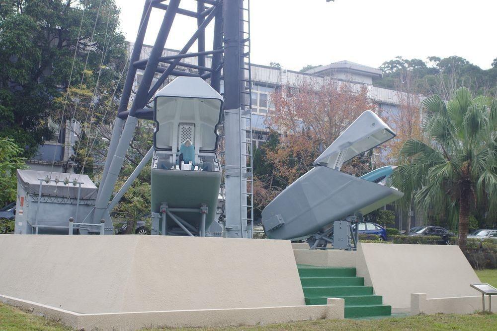 退役後陳列在海軍總部內的雄風一型飛彈。記者程嘉文/攝影