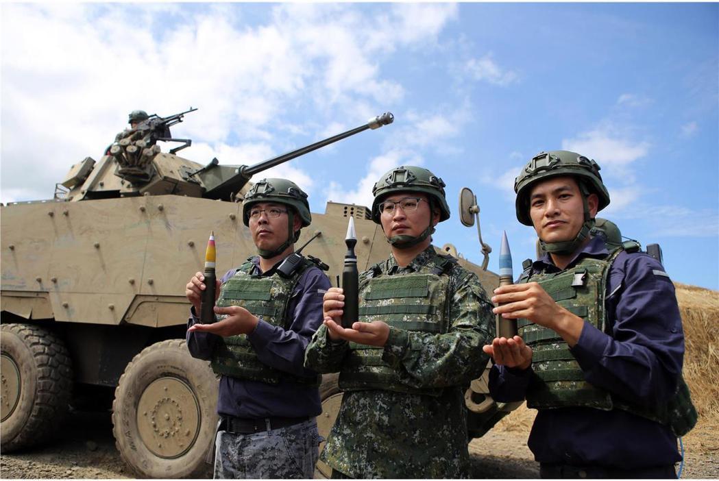 漢光35號演習實兵驗證中,30鏈砲型雲豹甲車也上陣進行實彈射擊。國防部青年日報攝...