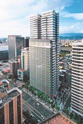「聯合。大於」屹立於台北信義商圈,周邊有眾多文化活動。 圖/樸園提供