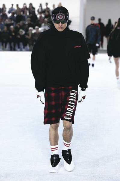 FENDI有大量短褲剪裁的俐落丰采。 圖/各業者提供