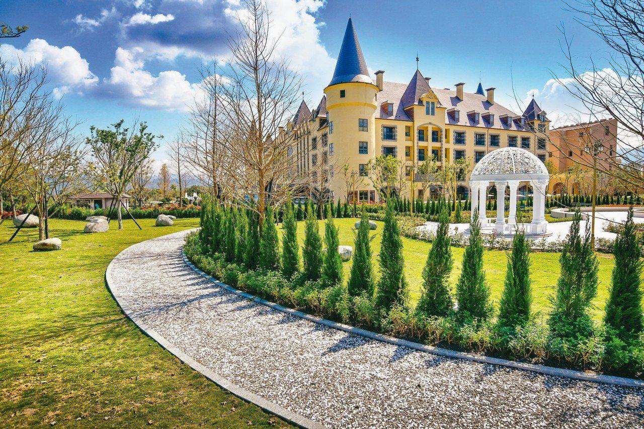 瑞穗春天國際觀光酒店綠景公園與城堡相輝映。 圖/各業者提供