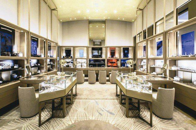 成立十餘年的香港溥儀眼鏡,今年正式來台展店,帶來多個高級眼鏡品牌,包括LOTOS...