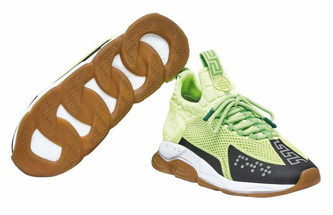 Cross Chainer螢光綠運動鞋,26,500元。 圖/Versace提供