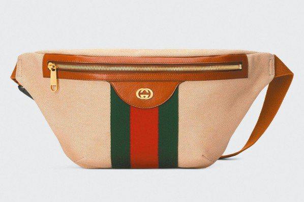 Gucci米色帆布飾織帶腰包,售價26,200元。 圖/各業者提供