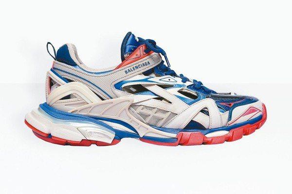 Balenciaga Track高科技球鞋是繼老爹鞋始祖Triple S系列後又...