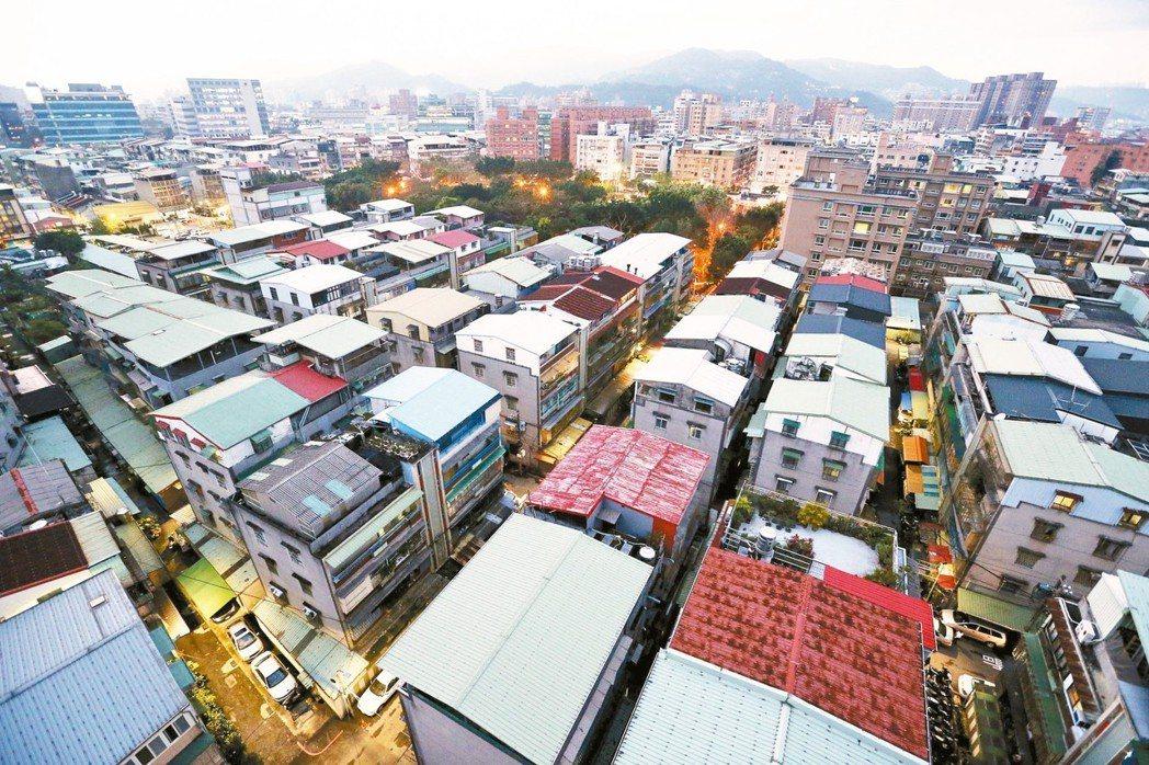 房仲調查顯示,北市公寓淘金客今年大舉出動,公寓交易量不僅大增35%,也創下六年來...