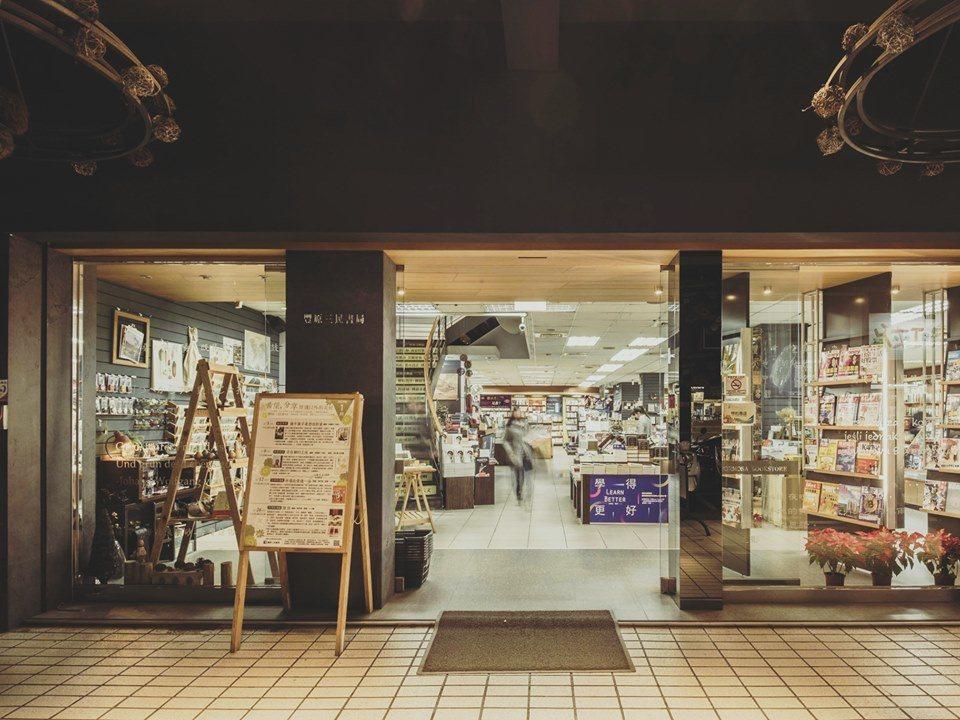 豐原三民書局指出,因租約到期,加上近年書業不好經營,9日是書局的41周年慶,當天...