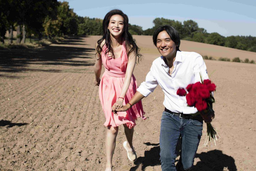 舒淇(左)與馮德倫(右)情牽多年終於結婚。圖/摘自微博