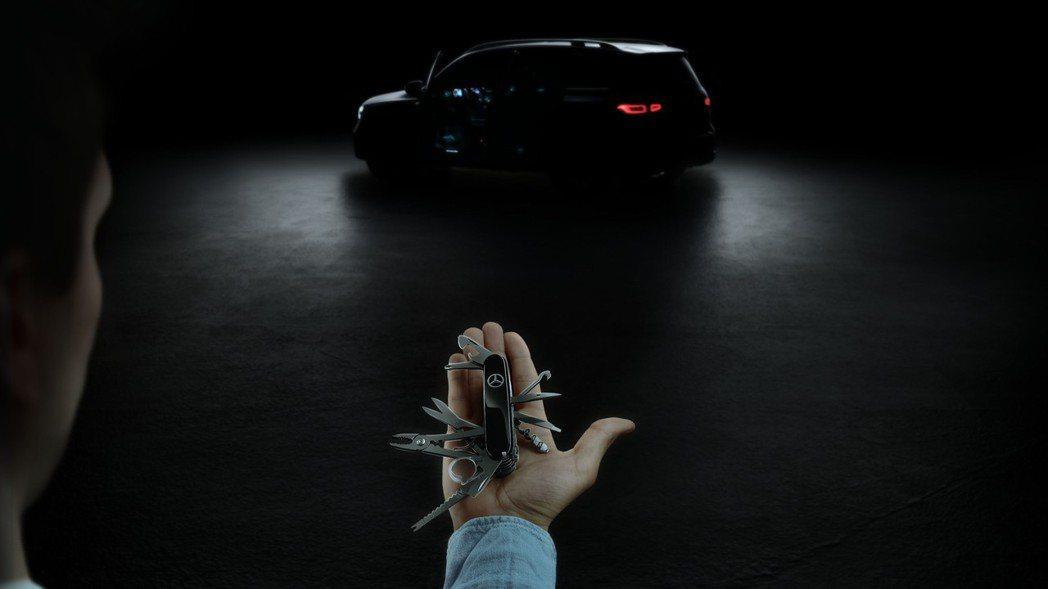 全新Mercedes-Benz GLB首張預告照。 摘自Mercedes-Ben...