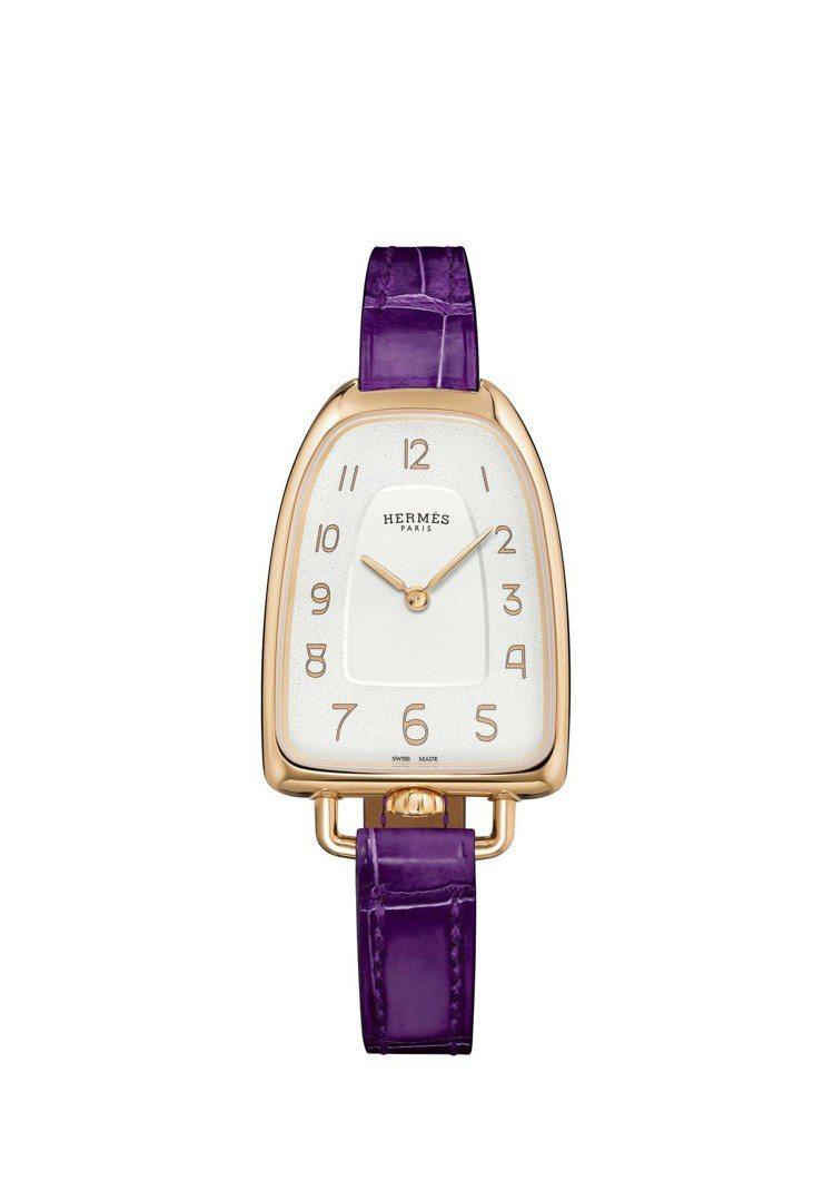 Galop d'Hermès玫瑰金款搭配深紫色短吻鱷魚皮表帶,31萬5,000元...