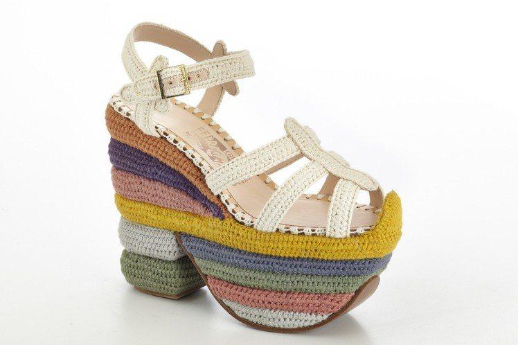 1938年推出的Rainbow Future厚底涼鞋。圖/Ferragamo提供