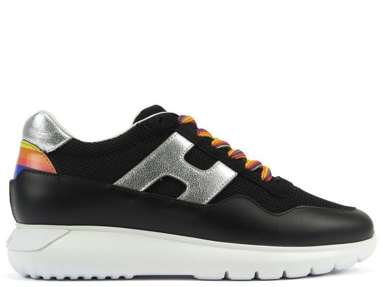 HOGAN iCUBE黑色女士休閒鞋,16,900元。圖/迪生提供