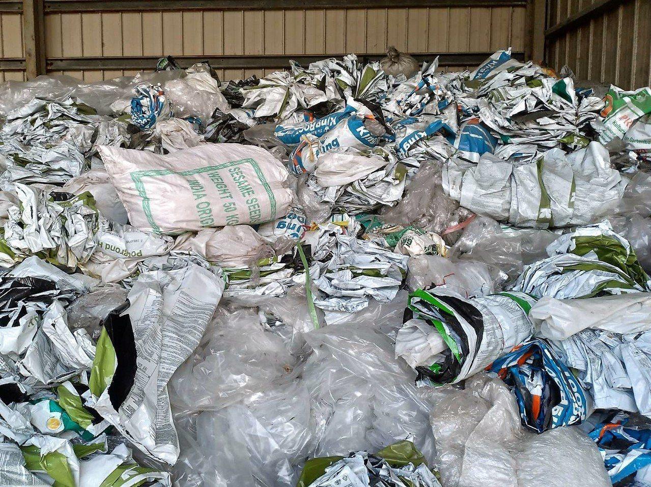 有鑑於國內回收體系亂,民眾搞不清楚哪些可以回收、哪些不行,導致就算有心做環保、回...