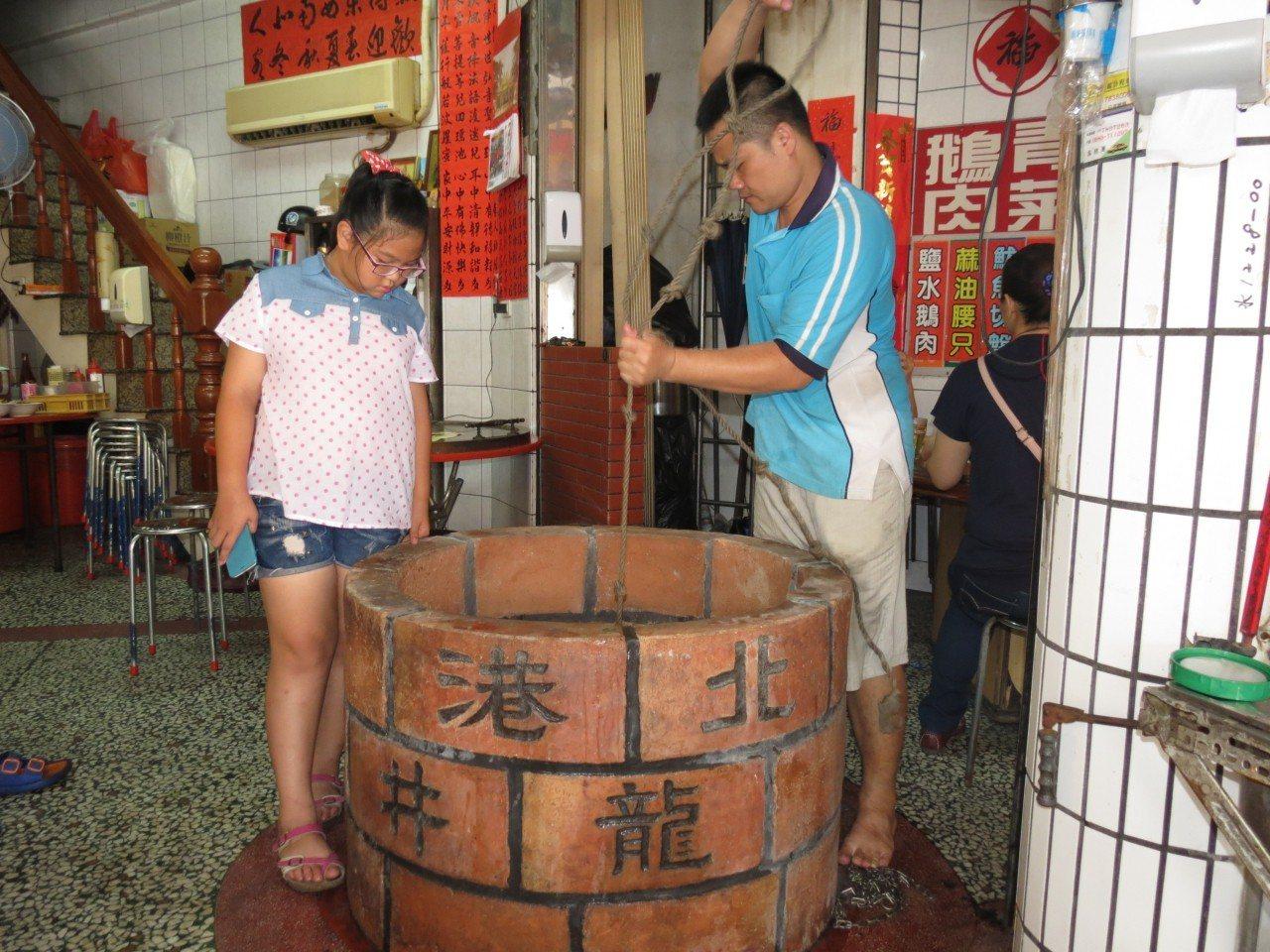 奇!北港3百年古井清澈如初 民眾爭汲「午時水」解毒