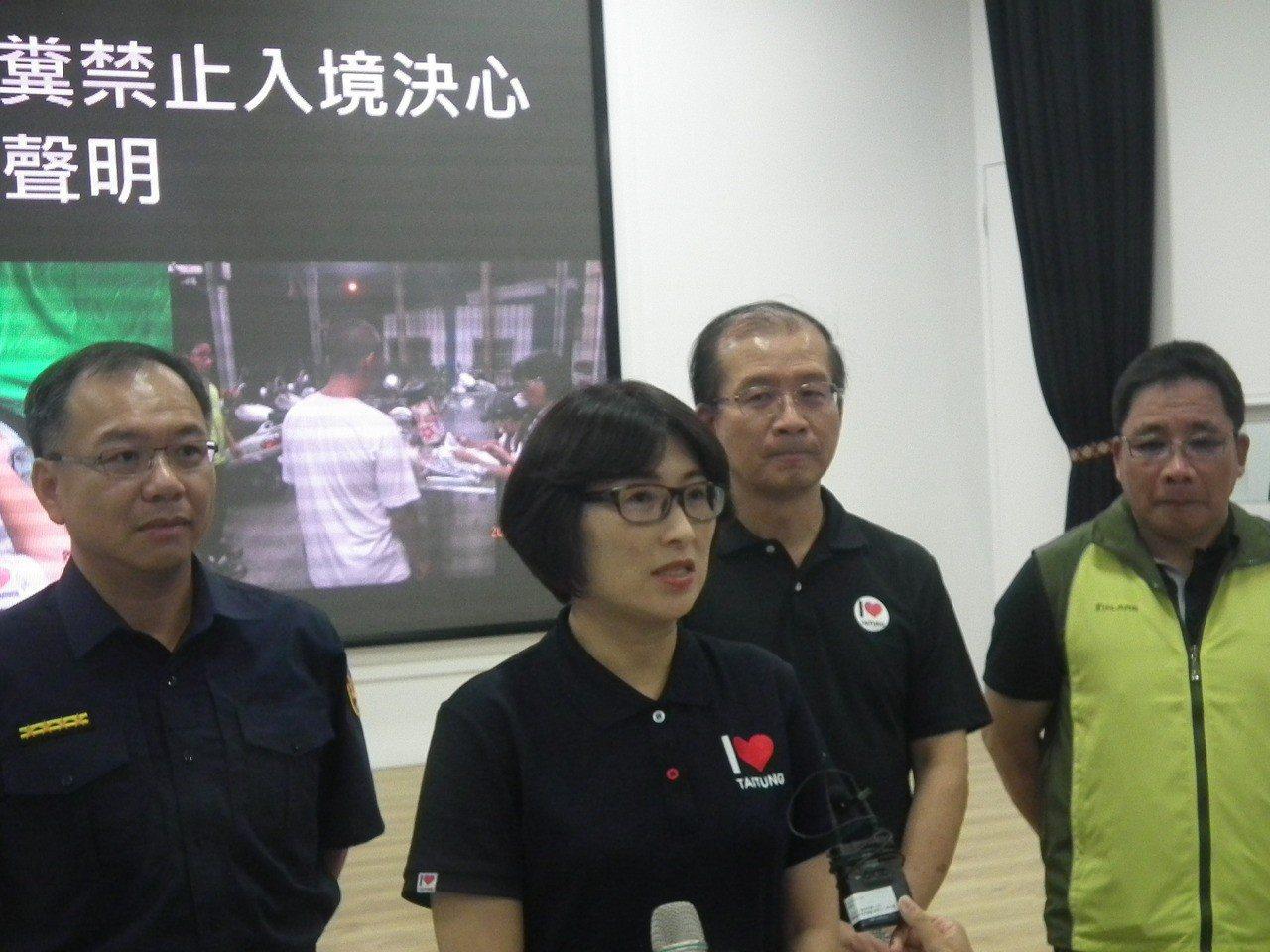 2貨車違規載運生雞糞入境台東 環保局祭出12萬重罰