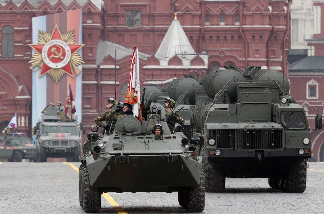 路透報導,美國已因土耳其堅持購買俄羅斯S-400防空飛彈,決定停止讓土耳其新飛行...