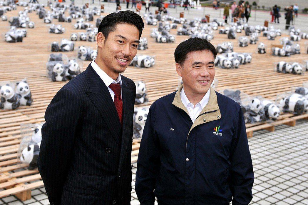 AKIRA曾受郝龍斌邀請參觀熊貓展。圖/摘自台北市政府官網